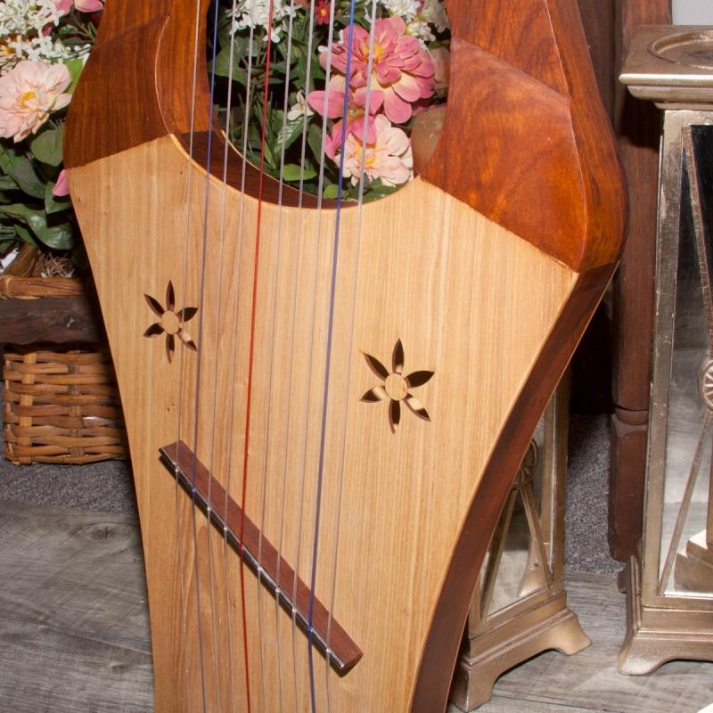 Mid-East Kinnor Harp - Light
