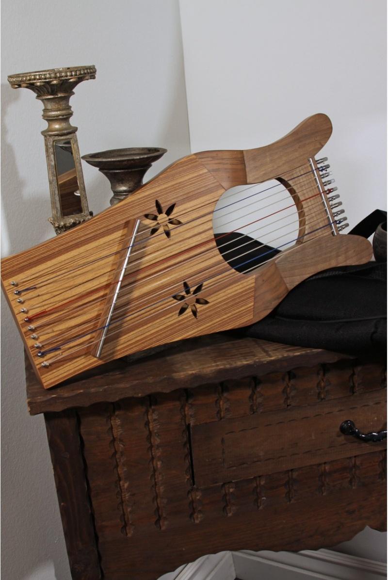 Mid-East Mini Kinnor Harp - Walnut